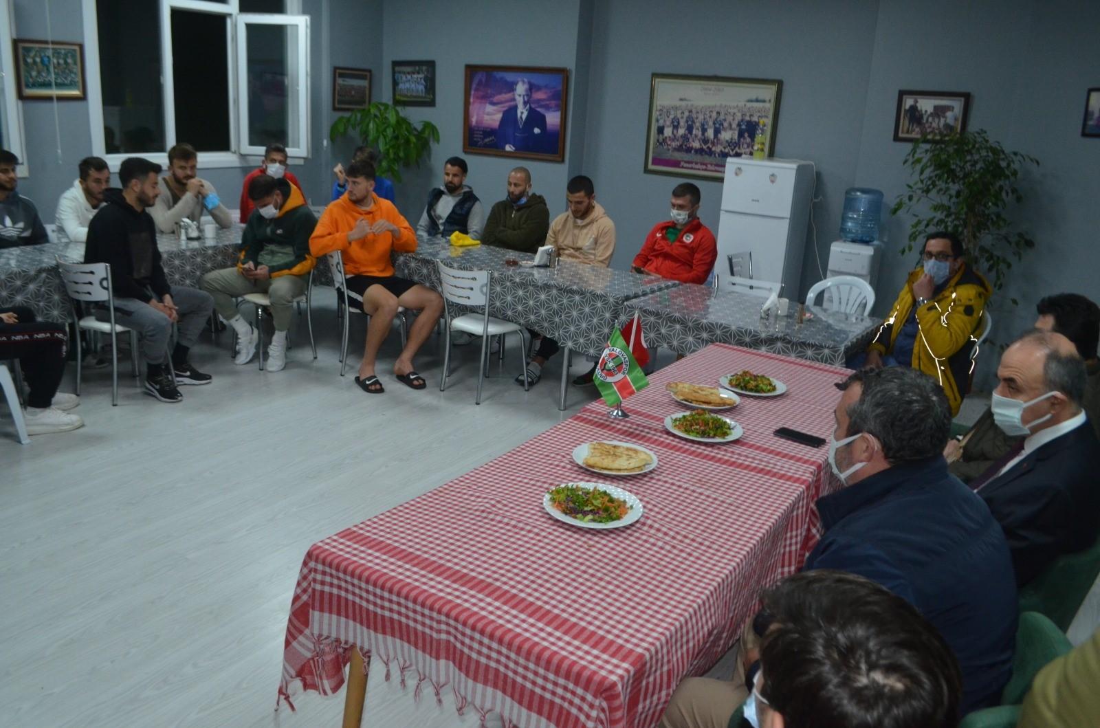 VALİ EROL'DAN YALOVASPOR'A MORAL ZİYARETİ